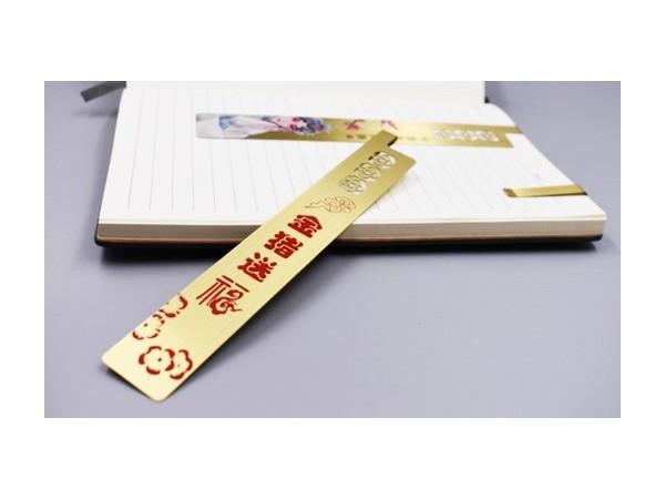免费设计_定制_金猪送福金属书签样版