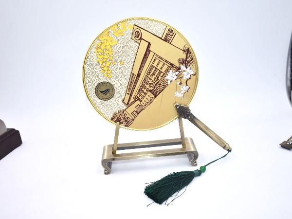 免费设计_定制_校园纪念镂空金属圆扇样版