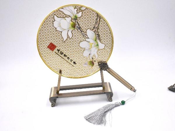 免费设计_定制_高校校花镂空金属圆扇样版