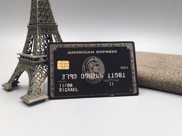 有客户来做高端会员卡,我们会推荐金属卡和镭射卡让客户选择。